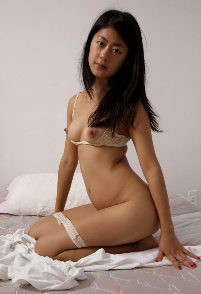 Asian girls show pussy