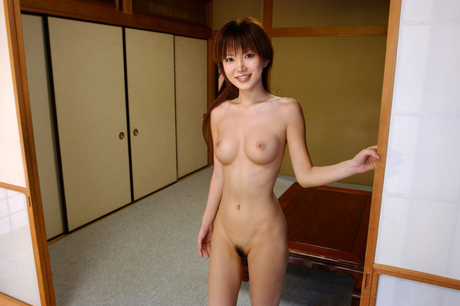 japanese women naked at home