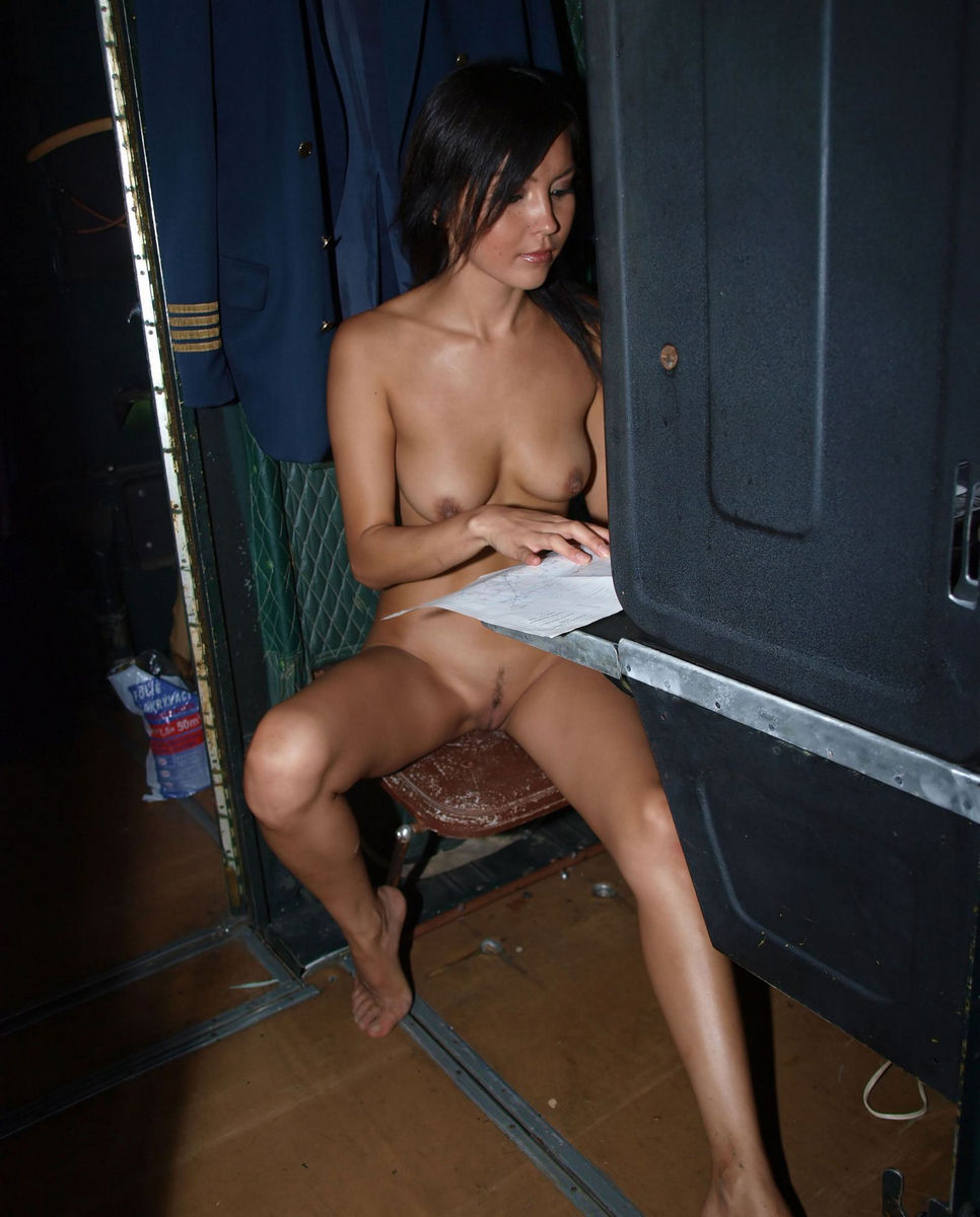 Plane Naked A Girls On#4