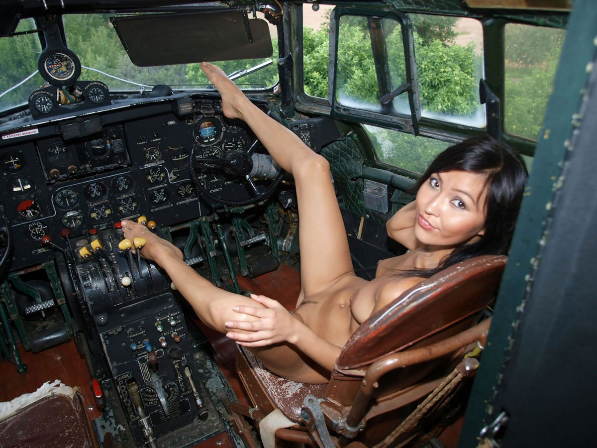 naked girl and airplanes
