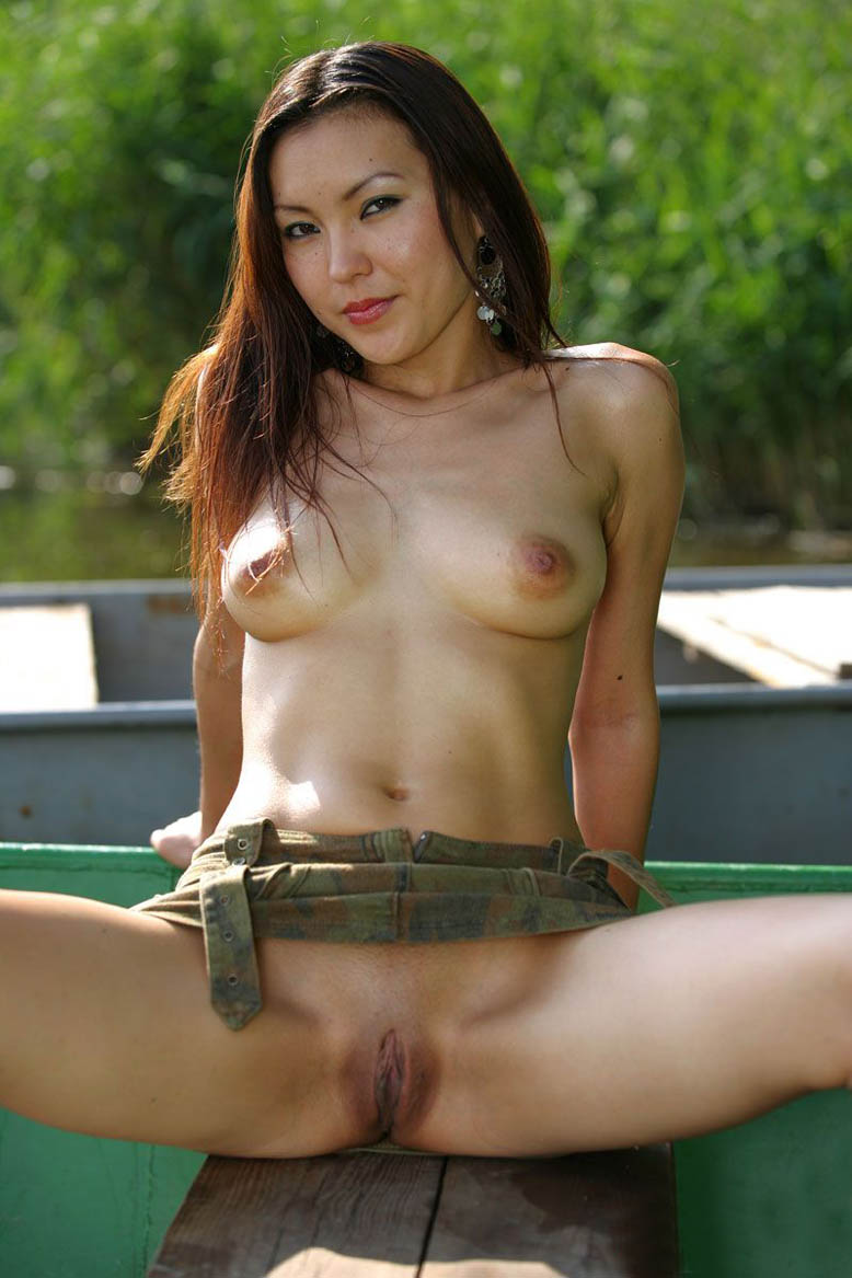 asian girl boat nude