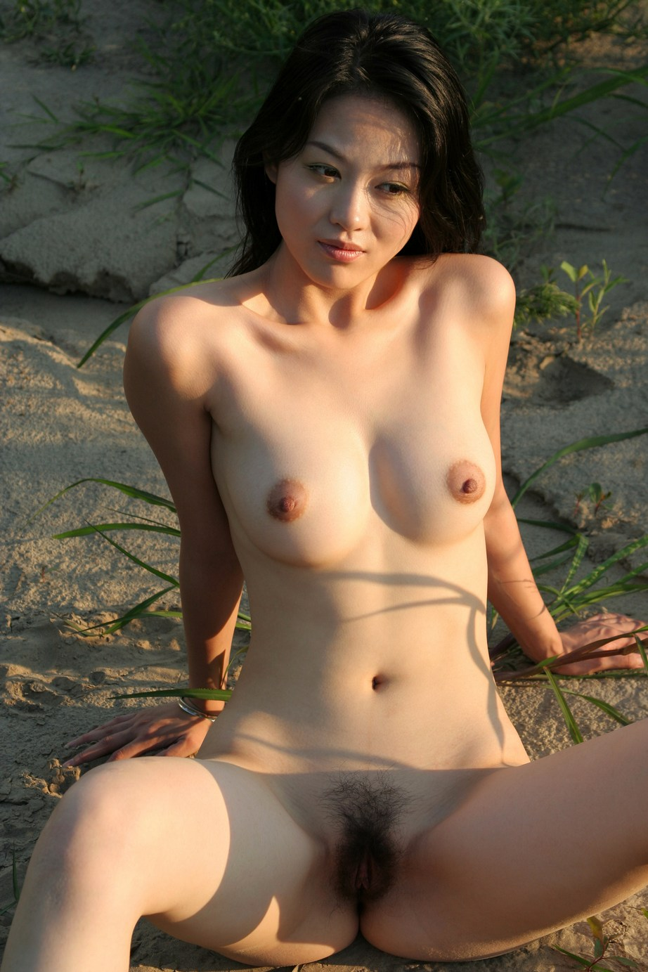 Beautiful Sporty Asian Exposes Her Pussy Outdoors  Asian -4847